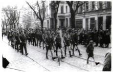 """3 maja 1947r. defilada drużyna harcerskiej """"Sybirackiej"""""""
