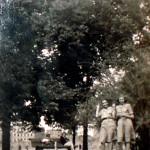 Spacer z koleżanką po Placu Grunwaldzkim - p.Krystyna z lewej strony