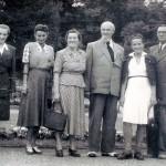 p.Krystyna (druga z prawej) z rodzina na spacerze - Plac Grunwaldzki