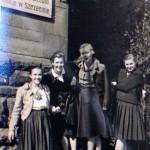 Przed szkołą - p.Krystyna (pierwsza z lewej)