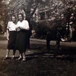 p.Krystyna (z prawej) na Placu Grunwaldzkim