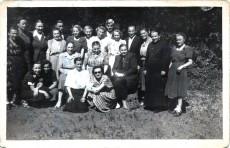 Grono nauczycielskie I Liceum z dyrektor Janiną Szczerską (rząd środkowy w centrum) - 1947r.