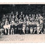 Chór I Gimnazjum i L.O. pod batutą prof. Ledóchowskiego (1946 r) Pani Szpetkowska stoi pierwsza z prawej - oznaczona własnoręcznie długopisem